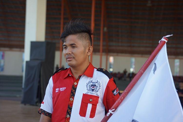 Ribuan pengendara tampak asyik berbagi cerita dengan pengendara lainnya dari seluruh Indonesia, tak terkecuali Deki yang berasal dari Provinsi Bengkulu.
