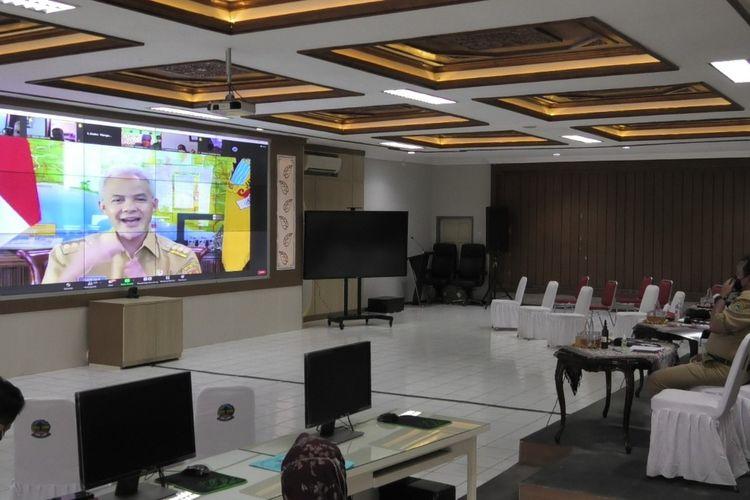Dialog virtual bersama Gubernur Jawa Tengah, Ganjar Pranowo di Kantor Bupati Banyumas, Senin (27/7/2021) .