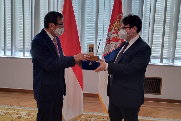 Menteri Hukum dan HAM Yasonna Laoly saat bertemu Wakil Menteri Kehakiman Serbia Radomir Ilic di Beograd, Serbia, Senin (6/7/2020) sore waktu Beograd.