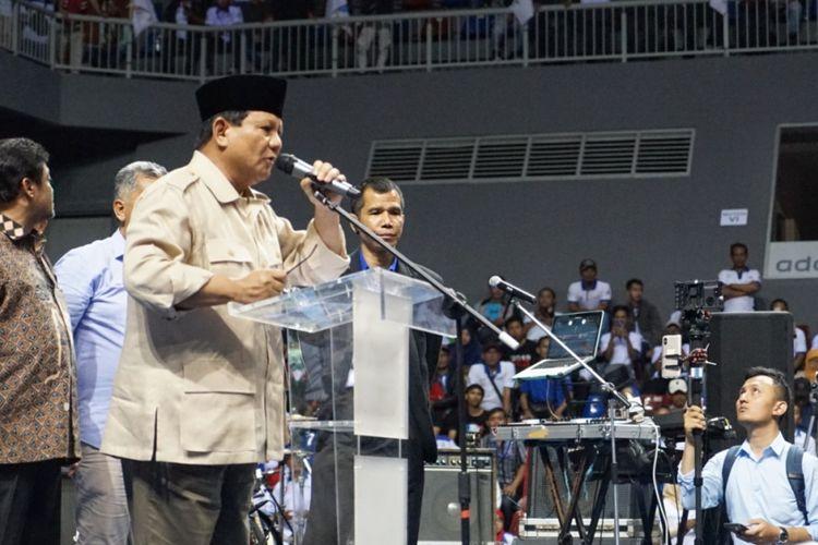 Calon presiden nomor urut 02 Prabowo Subianto  saat menghadiri perayaan ulang tahun ke 20 Federasi Serikat Pekerja Metal Indonesia (FSPMI) di Sports Mall, Kelapa Gading, Jakarta Utara, Rabu (6/2/2019).