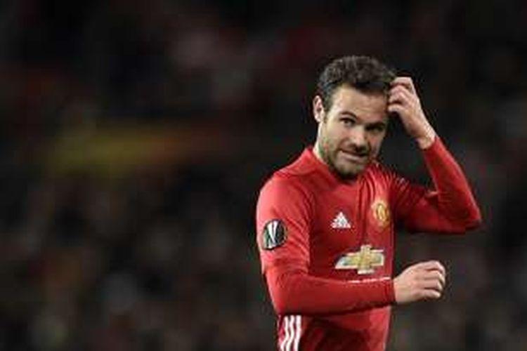 Salah satu ekspresi gelandang Manchester United, Juan Mata, saat tampil pada pertandingan Liga Europa melawan Fenerbahce di Stadion Old Trafford, pada 20 Oktober 2016.