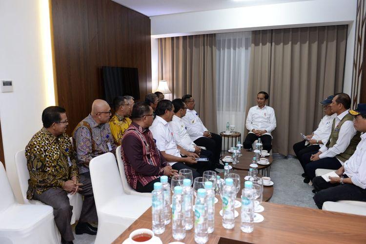 Presiden Jokowi bertemu dengan para kepala daerah di Maluku, Senin (28/10/2019) malam.