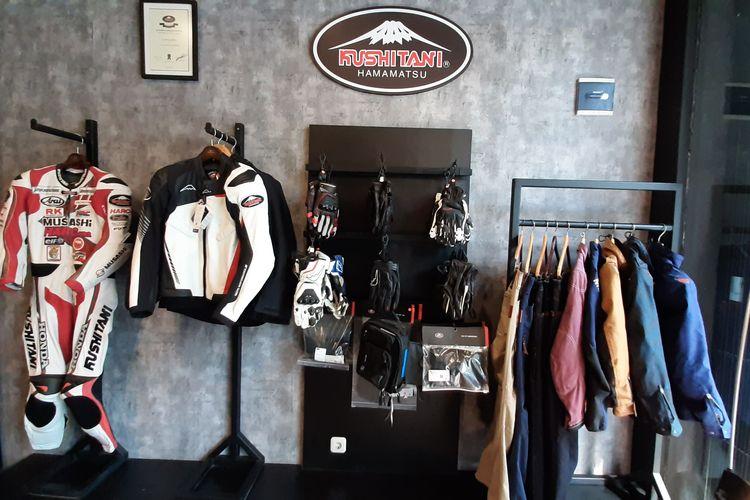Pilihan apparel berkendara dari Kushitani di gerai RC Motogarage