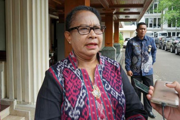 Menteri Pemberdayaan Perempuan dan Perlindungan Anak, Yohana Susana Yembise saat ditemui di kantor Kemenko Polhukam, Jakarta Pusat, Jumat (13/1/2017).