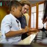 Sambangi Rumah Maia Estianty, Alwi Diajari Main Piano hingga Ngegym