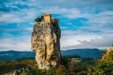 Gereja Unik di Georgia, Terletak di Puncak Tebing Batu Curam
