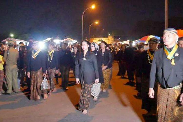 Keluarga Dalem Puro Mangkunegaran mengikuti Kirab Pusaka 1 Suro, tahun 2019.