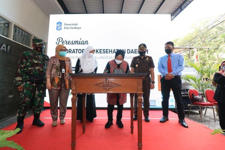 Wali Kota Surabaya Tri Rismaharini saat meresmikan Laboratorium Kesehatan Daerah Surabaya di Jalan Gayungsari, Surabaya, Selasa (15/9/2020).