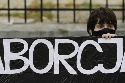 Larangan Aborsi di Warsawa, Puluhan Ribu Orang Protes dan Turun ke Jalan