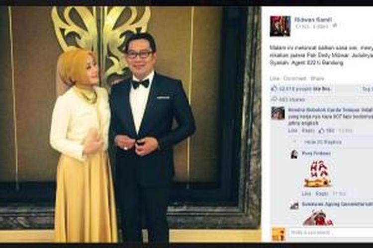 Wali Kota Bandung Ridwan Kamil berdandan ala agen rahasia Inggris berkode 007, James Bond, saat menghadiri pernikahan putera Wakil Gubernur Jawa Barat, Deddy Mizwar, Minggu (30/11/2015), seperti ditayangkan di akun Facebook miliknya.