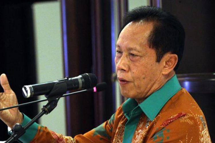 Kepala Badan Intelijen Negara (BIN) Sutiyoso memberikan keterangan saat konferensi pers usai pertemuan dengan Panglima TNI, Kapolri, dan sejumlah tokoh agama, di Jakarta, Kamis (23/7/2015). Pertemuan tertutup tersebut membahas penanganan insiden di Tolikara, Papua, Jumat 17 Juli lalu.