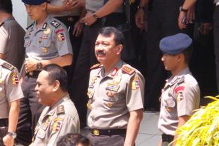 Kepala Lembaga Pendidikan Kepolisian Polri Komisaris Jenderal Budi Gunawan (tengah) meninggalkan ruangan tempat acara