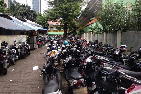 Berkat PNS DKI, Pendapatan Juru Parkir Sekitar Balai Kota Melejit