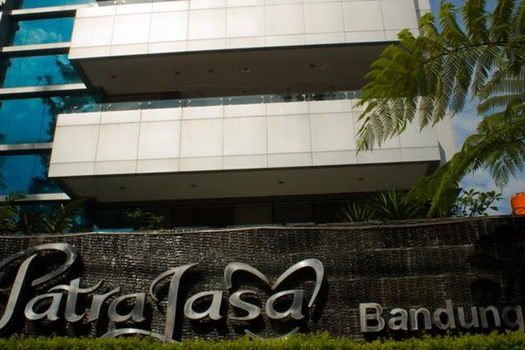 Tampak depan Patra Jasa Bandung Hotel yang terletak di Jl. Ir. H. Juanda 132 (Dago), Bandung.