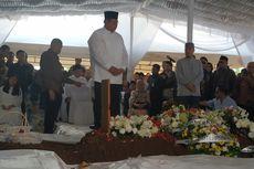 Tanpa Ibas, SBY dan AHY Antar Jenazah Almarhumah Siti Habibah ke TPU