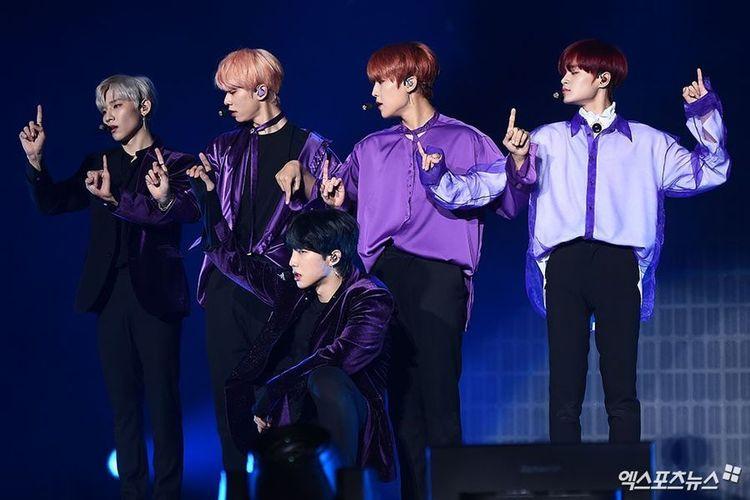 Boyband AB6IX dalam showcase mini album debut mereka di Olympic Hall, Seoul, Korea Selatan, Rabu (22/5/2019).