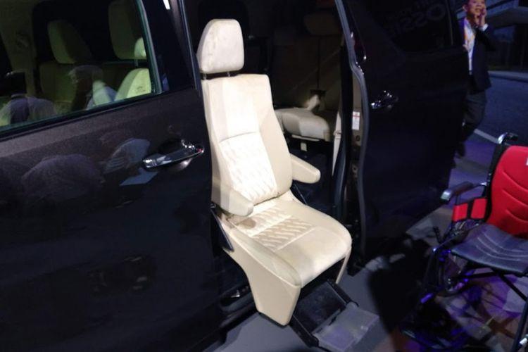Toyota Vellfire dengan kursi untuk kemudahan penumpang disabilitas mengakses masuk dan keluar. Perwujudan semangan Start Your Impossible Toyota menyambut Olimpiade Tokyo 2020