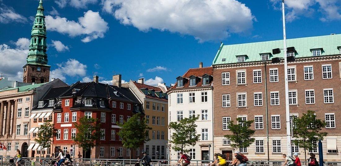 Ilustrasi Denmark - Para pesepeda di Kopenhagen.