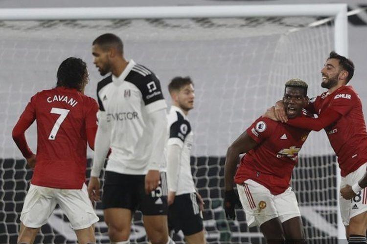 Para pemain Manchester United merayakan gol Paul Pogba dalam pertandingan Fulham vs Man United pada Liga Inggris di Stadion Craven Cottage, Kamis (21/1/2021) dini hari WIB.
