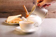 Mengapa Orang Inggris Suka Menambahkan Susu ke dalam Teh?