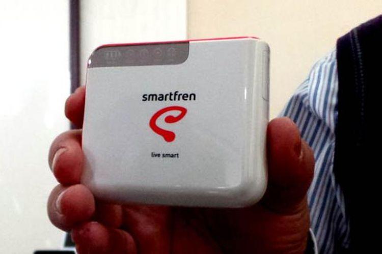 Modem MiFi yang dilengkapi powerbank dari Smartfren.