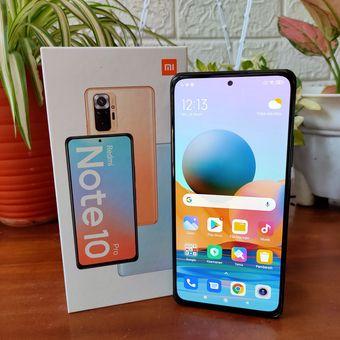 Redmi Note 10 Pro mengusung layar AMOLED berdiagonal 6,67 inci yang sudah dilapisi kaca pelindung Gorilla Glass 5. Di Indonesia, Redmi Note 10 Pro dijual dengan harga Rp 3,5 juta hingga Rp 4 juta, tergantung dengan varian RAM dan media penyimpanan yang dipilih.