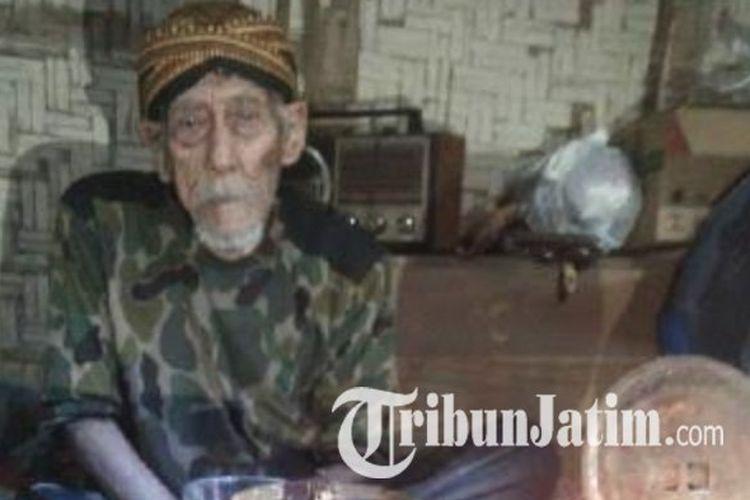 Mbah Arjo Suwito, manusia tertua di Indonesia asal Dusun Sukomulyo, Desa Gadungan, Kecamatan Gandusari, Kabupaten Blitar semasa hidup.