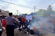 Kisruh soal BLT, Warga Bentrok dengan Polisi hingga 2 Mobil Dibakar