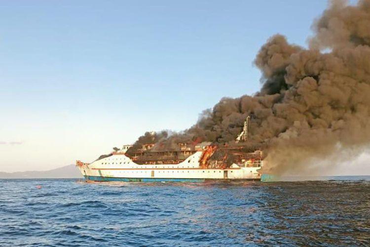 Kapal penumpang KM Karya Indah mengalami kebakaran di Perairan Pulau Limafatola, Kecamatan Sanana, Kabupaten Kepulauan Sula, Maluku Utara pada Sabtu (29/5/2021) sekitar pukul 07.00 WIT.
