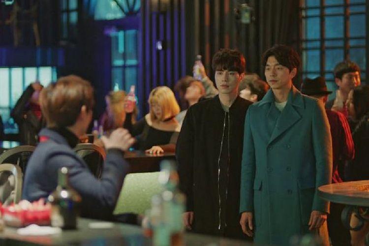 Gong Yoo (paling kanan) dan Lee Dong Wook (tengah) dalam film drama Goblin.