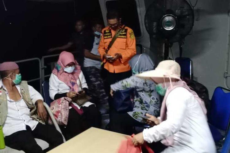 Ambulance laut bocor saat pelayaran pulang dari bakti sosial di Pulau Bone Tambu, sebanyak 22 orang rombongan tenaga medis yang terdiri dari tenaga kesehatan, dokter spesial, perawat dan apoteker di evakuasi ke Kota Makassar.