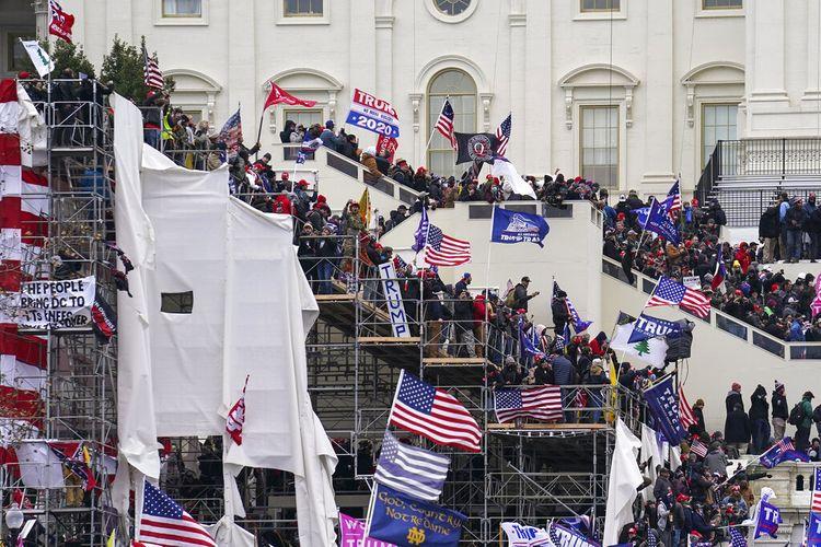 Trump supporters gather outside the Capitol, Wednesday, Jan. 6, 2021, in Washington. (AP Photo/John Minchillo)