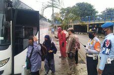 Pemudik Berdatangan di Terminal Kampung Rambutan, Bus-bus AKAP Disemprot Disinfektan
