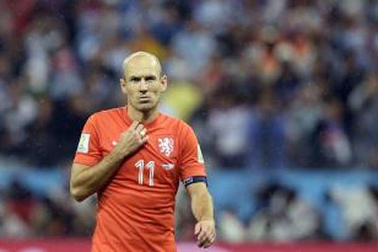 Ekspresi pemain sayap Belanda, Arjen Robben, usai timnya kalah dalam adu penalti pada laga semifinal Piala Dunia, melawan Argentina, di Arena Corinthians, Rabu (9/7/2014).