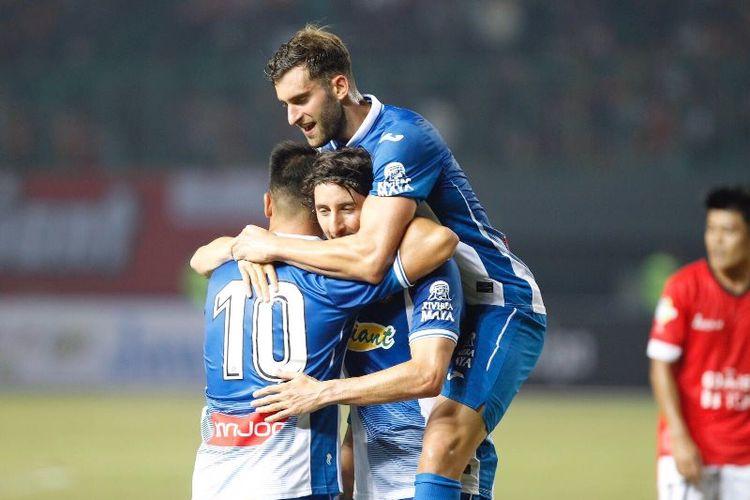 Pemain Espanyol, Esteban Granero, merayakan golnya dalam laga persahabatan melawan Persija Jakarta, Rabu (19/7/2017).
