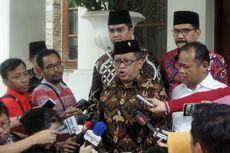 Sowan ke Hamzah Haz, Sekjen PDI-P Berikan Gudeg Titipan Megawati