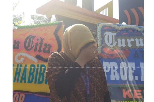 Warga Parepare Berduka, Karangan Bunga Berdatangan ke Monumen Cinta Habibie Ainun