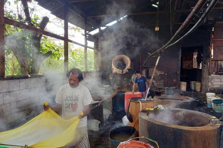 Sejumlah pabrik tahu di Rangkasbitung tutup imbas dari melonjaknya harga kedelai, Rabu (2/6/2021).