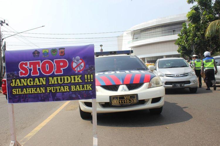 Jajaran Kepolisian Resor Cianjur, Jawa Barat, gencar melakukan pemeriksaan terhadap kendaraan terkait larangan mudik lebaran tahun ini.