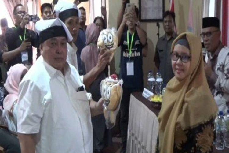 Dua kandidat bupati Polewali Mandar, Sulawesi Barat, yang mendaftarkan diri ke kantor KPUD Polman menyatakan siap bersaing sehat pada Pilkada Polman.