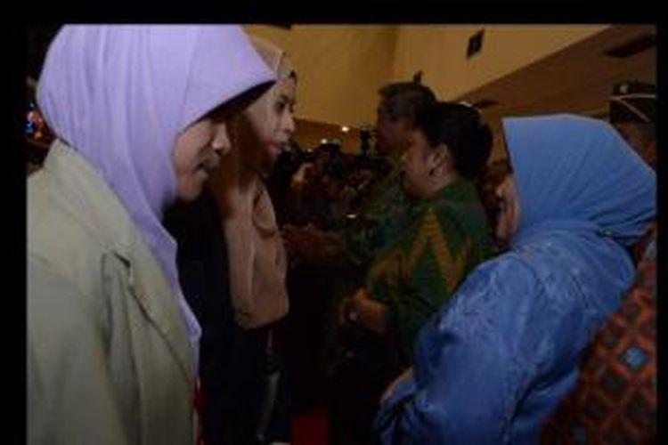 Presiden Susilo Bambang Yudhoyono dan Ibu Ani Yudhoyono saat menghadiri Silaturahim dengan 1000 orang mahasiswa peserta bantuan pendidikan keluarga miskin (bidikmisi) di Jakarta, Kamis (27/2/2014) lalu.