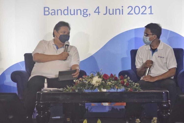 Menteri Koordinator Bidang Perekonomian Airlangga Hartarto menggelar dialog bersama para alumni penerima program Kartu Prakerja di Ballroom Hotel Papandayan, Kota Bandung, Jumat (4/6/2021).