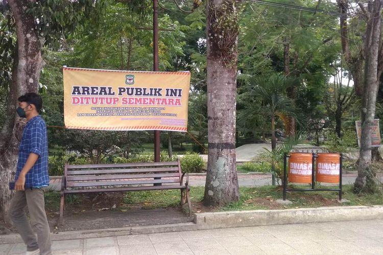 Area publik Lapangan Merdeka atau Taman Bunga Kota Pematangsiantar ditutup sementara selama PPKM Level 4 di Kota Pematangsiantar. Area publik ini mulai ditutup sejak Sabtu, 14 Agustus 2021.