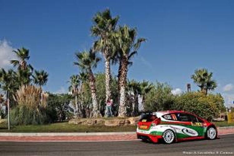 Pereli Indonesia, Subhan Aksa memacu mobilnya pada RACC Rally Spanyol yang berlangsung di Salou, Sabtu (26/10/2013).