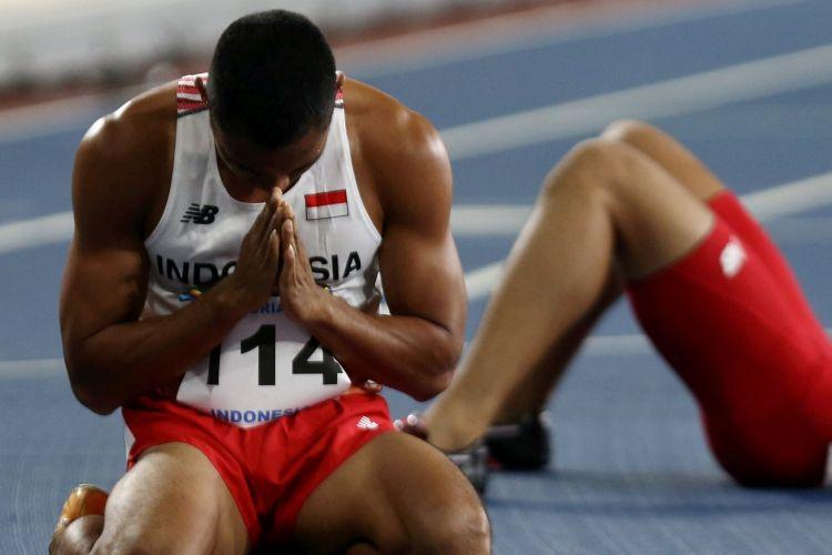 Pelari Indonesia Andrian meraih perunggu di final nomor lari gawang 400 meter putra SEA Games Kuala Lumpur di Stadion Bukit Jalil, Kuala Lumpur, Malaysia, Selasa (22/8).  Kompas/Priyombodo (PRI) 22-08-2017
