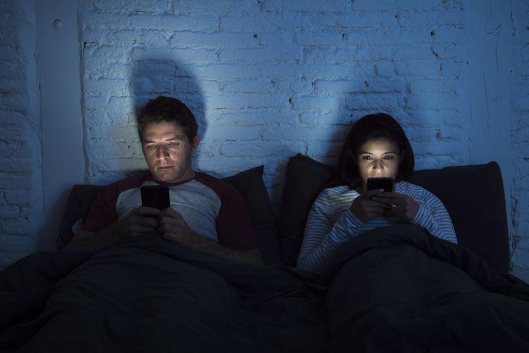 Ilustrasi kecanduan ponsel