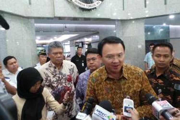 Gubernur DKI Jakarta Basuki Tjahaja Purnama seusai rapat percepatan pembangunan Light Rail Transit (LRT), di Kantor Kementerian Perhubungan, Jakarta, Jumat (11/9/2015).
