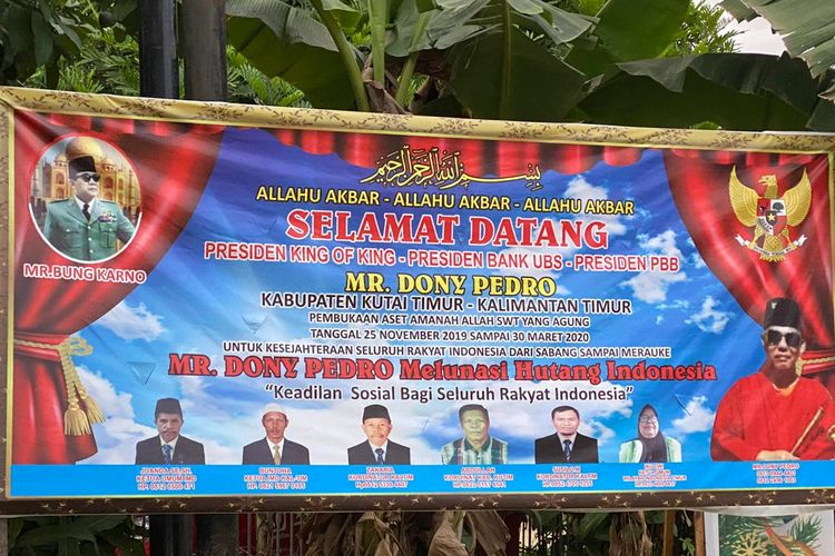 Spanduk King of The King yang terpasang di Sangatta, Kabupaten Kutai Timur, Kalimantan Timur, Rabu (29/1/2020).