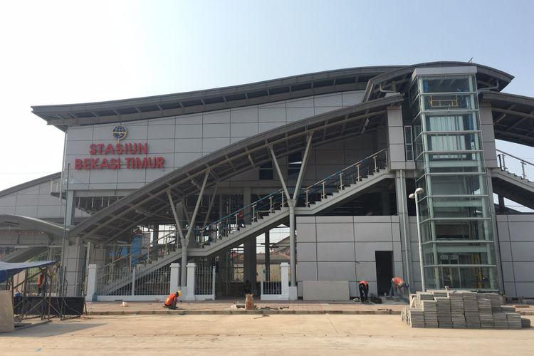 Stasiun Bekasi Timur masih dalam tahapan finishing yang ditargetkan selesai diakhir tahun 2017, Kota Bekasi, Selasa (25/7/2017).