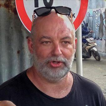 Michael Rule (44) warga Negara Australia yang menjadi korban mobil yang dikendarainya terguling ke galian proyek underpass Kentungan, Sleman